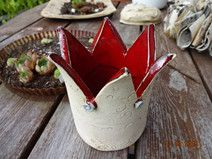 , Decorative objects - ceramic crown pattern roses red - a unique product by KeramikSc . , Decoration objects - ceramic crown pattern roses red - a unique product by KeramikSchneider on DaWanda. Ceramic Painting, Ceramic Art, Pottery Courses, Keramik Design, Crown Pattern, Ceramic Tools, Pottery Store, Pottery Tools, Vintage Bottles