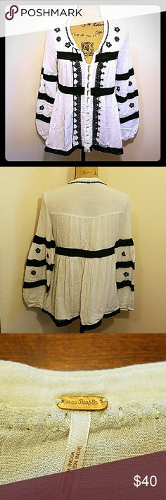 Free People Iris Top! Free People Iris top in black and white! Gorgeous crochet details, button down front, and loose flowy fit. Great condition! Free People Tops Blouses