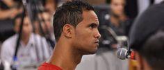 Noticias ao Minuto - 'Glória a Deus', diz goleiro Bruno após sair da prisão (???)
