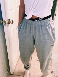 outfits with sweatpants - outfits ; outfits for school ; outfits with leggings ; outfits with air force ones ; outfits with sweatpants ; outfits with black jeans ; Cute Lazy Outfits, Casual School Outfits, Teenage Outfits, Teen Fashion Outfits, Mode Outfits, Simple Outfits, Outfits For Teens, Trendy Outfits, Fall Outfits