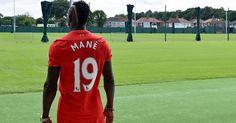 Liga Inggris: Sadio Mane Dibayangi Tren Negatif Nomor Punggung 19 di Liverpool -  http://www.football5star.com/liga-inggris/liverpool/76759/76759/