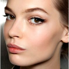 Glam eyeliner and simple lip