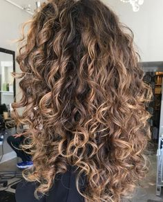 hair inspiration balayage Negative Space Hair the - hairinspiration Curly Hair Updo Wedding, Dyed Curly Hair, Short Natural Curly Hair, Curly Hair Styles, Curly Hair Braids, Brown Curly Hair, Curly Hair With Bangs, Colored Curly Hair, Curly Hair Tips