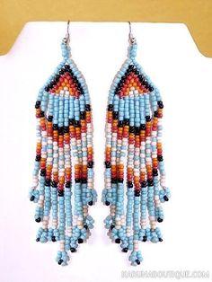 Boucles d'oreilles en perles de rocaille, motif d'inspiration amérindienne.
