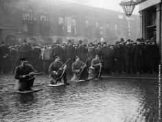 """Scots Guards and police on duty during the """"Siege of Sidney Street"""" in east London. (Photo by Central Press/Getty Images). 3rd January 1911"""