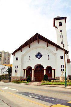 Una magnifica iglesia en medio de las torres de Limatambo