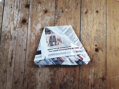 Folding plastic-free garbage bags from newspaper - That's how it works CareElite® Source by nell Diy Garden Projects, Diy Garden Decor, Craft Projects, Garden Ideas, Newspaper Basket, Newspaper Bags, Easter Art, Diy Bags, Recycled Materials