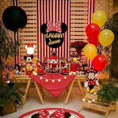 easy healthy breakfast ideas on the good day song Minnie Mouse Roja, Minnie Mouse Theme Party, Minnie Mouse Baby Shower, Mickey Mouse Clubhouse Birthday, Mickey Party, Mickey Mouse Birthday, Mouse Parties, Disney Parties, Cupcakes Mickey