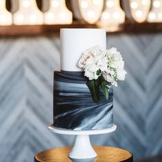 Get ready for the next major wedding trend: marble cakes!