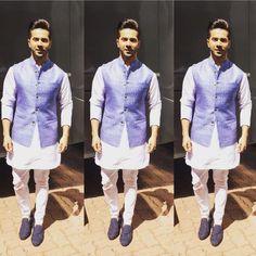 Latest Men Mehndi Kurta Designs 2020 In Pakistan Wedding Kurta For Men, Wedding Dress Men, Wedding Suits, Wedding Wear, Pakistani Mens Kurta, Kurta Men, Indian Groom Wear, Indian Suits, Mens Fashion Suits