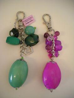 Llaveros - Colgantes para Carteras.Piedras exuberantes. Seed Bead Jewelry, Diy Jewelry, Beaded Jewelry, Jewelery, Jewelry Making, How To Make Rings, Diy Keychain, Key Chain Holder, Beaded Purses
