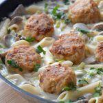 Sałatka z pora – po prostu mniam! Takie połączenie smaków smakuje rewelacyjnie jako sałatka sama w sobie lub np. jako dodatek do obiadu – mimo, że w swoim składzie ma jajko :) Poza tym myślę, że równie świetnie sprawdzi się na świątecznym, wielkanocnym stole, chociaż do Wielkanocy jeszcze daleko :D Więcej przepisów na smaczne sałatki […] Pork Recipes, Veggie Recipes, Cooking Recipes, Healthy Recipes, Dinner Recipes, Food Design, Diy Food, Food Inspiration, Food Porn