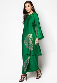 Since it is the eve of the Hari Raya Adilfitri here in Malaysia, I have decided to do a special dedication piece in honour of the tradition. Muslim Fashion, Hijab Fashion, Fashion Dresses, Cute Fashion, Asian Fashion, Fashion Styles, Batik Dress, Kimono, Cute Dresses