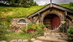 Amazing Lord of the Rings Hobbit Home Plan & Decor Ideas
