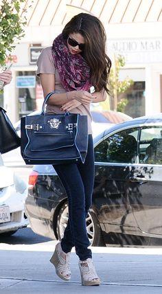 Selena Gomez, jeans, blush tee, printed scarf, navy Versace bag, beige wedges ☑️