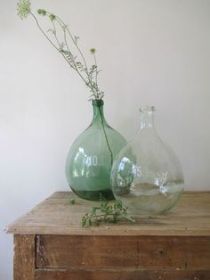 Book Simple Home Antique Glass Bottles, Vintage Bottles, Glass Jars, Deco Pastel, Deco Nature, Vintage Green Glass, Bottles And Jars, Home And Deco, Simple House