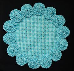 12 Turquoise and White Gingham with White Daisies Yo by SursyShop Fabric Crafts, Sewing Crafts, Sewing Projects, Diy Arts And Crafts, Creative Crafts, Shabby Chic Cushions, Yo Yo Quilt, Sewing Hacks, Fabric Flowers