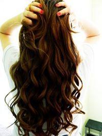 Dicas para cuidar de cabelos ondulados naturais. O sonho de algumas mulheres é…