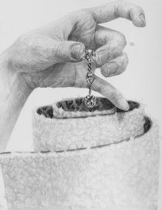 2016年度 東京藝術大学 デザイン科 構成デッサン 入試合格者作品 Hand Drawing Reference, Art Reference, Cool Optical Illusions, Still Life Drawing, Human Drawing, Drawing Exercises, Anatomy Drawing, Teaching Art, Pencil Drawings