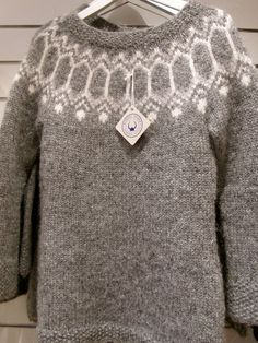 Knitting Patterns combine A few words about traditional handknit Icelandic sweaters. Plus lots of pictures for inspiration. Nordic Pullover, Nordic Sweater, Fair Isle Knitting, Hand Knitting, Knitting Designs, Knitting Patterns, Crochet Patterns, Icelandic Sweaters, Fair Isle Pattern