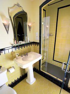 Art Deco bathroom - love the yellow,tile patterns and mirror Retro Bathrooms, Vintage Bathrooms, Art Deco Bathroom, Vintage Tile, Deco Furniture, Art Deco Home, Yellow Bathroom Tiles, Bathroom Design, Interior Deco