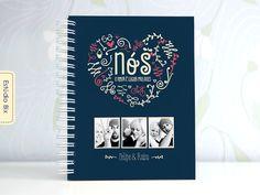 Álbum de com capa personalizada para você contar a história de amor mais linda: a sua! As folhas são em branco para você preencher no estilo de álbum Scrapbook, ou seja com fotos, mensagens, letras de músicas, recortes, adesivos, ilustração, pode ...