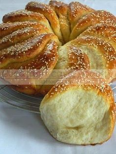 Not in English, but photos for assembling a nice pull apart ring. Greek Sweets, Greek Desserts, Greek Recipes, Pureed Food Recipes, Cooking Recipes, Food Network Recipes, Food Processor Recipes, The Kitchen Food Network, Cooking Bread