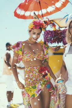 look Carmen Miranda. Carnival Costumes, Halloween Costumes, Brazil Costume, Brazil Carnival Costume, Fancy Dress, Dress Up, Havana Nights, Tropical Party, Tropical Vibes