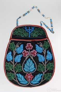 Material Culture by Type Native American Regalia, Native American Beauty, Native American Design, Native American Artifacts, Native American Beadwork, Indian Beadwork, Native Beadwork, Powwow Beadwork, Beaded Purses