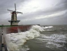Storm aan de kust bij Vlissingen