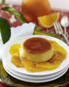Unser beliebtes Rezept für Karamellpudding mit Orangen (Flan con Naranja) und mehr als 55.000 weitere kostenlose Rezepte auf LECKER.de.
