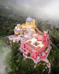 The Palacio Natcional da Pena is one of the finest tourist attractions of Portugal and exempl Sintra Portugal, Spain And Portugal, Pena Palace, Small Castles, Europe Holidays, Portugal Travel, Portugal Trip, France, Statues