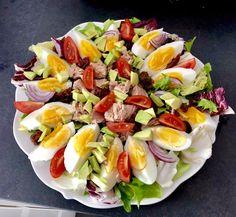 Sałatka z tuńczykiem i awokado - Blog z apetytem Cobb Salad, Grilling, Food And Drink, Health Fitness, Appetizers, Menu, Cooking Recipes, Lunch, Healthy