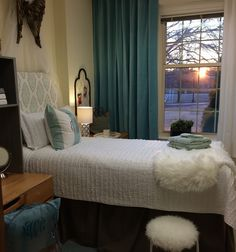 http://store.dorm-decor.com/collections/quilts-coverlets/products/ruffled-quilt-set