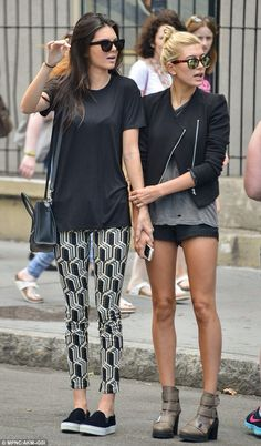 Hailey Baldwin & Kendall Jenner kickin it in NYC.