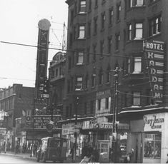 East 105th Street in cleveland ohio in 1960 | Keith's 105th Street Theatre