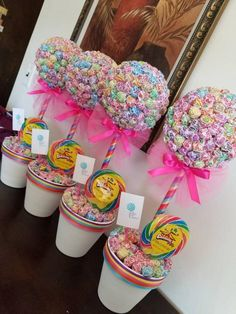 Amazing ideas for a candy-themed party. Candy Theme Birthday Party, Candy Land Theme, Candy Party, Birthday Parties, Birthday Celebrations, Carnival Birthday, Candy Bouquet Birthday, Lollipop Bouquet, Lollipop Party