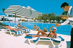 Één van de meeste bekende resorts in Lara, Turkije. Hotel Titanic Beach