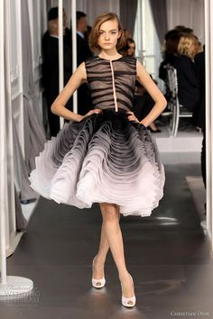 Here are some dresses that caught our attention from Christian Dior Spring/Summer 2012 Couture show. Bill Gayten's second couture collection for Dior Dior Haute Couture, Couture Mode, Style Couture, Couture Fashion, I Love Fashion, High Fashion, Fashion Show, Fashion Design, Woman Fashion
