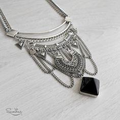 Collar Sofia. Pirámide de Obsidiana Negra.