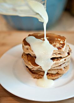 Cinnamon Bun Pancakes: My whole family devoured them! The pancakes have cinnamon and maple syrup in them. Add a sprinkle of cinnamon and a splash of vanilla to the frosting to really enhance the cinnamon bun flavor. Cinnamon Bun Pancakes, Baked Pancakes, What's For Breakfast, Breakfast Dishes, Breakfast Healthy, Healthy Snacks, Think Food, I Love Food, Food Porn