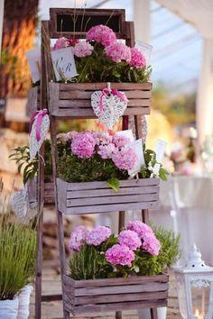 decorazioni con fiori rosa per matrimonio shabby chic cassette legno