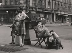 Lexington Avenue, Near 110th Street, Harlem], 1946