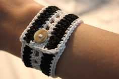 Hekling og annet ræl! Crochet Bracelet, Anna, Knitting, Bracelets, Jewelry, Diy, Stud Earrings, Necklaces, Bracelet