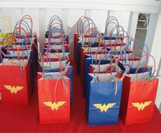 Wonder Woman Theme Party - Celebrat : Home of Celebration, Events to Celebrate, Wishes, Gifts ideas and more ! Wonder Woman Kuchen, Wonder Woman Cake, Wonder Woman Birthday, Wonder Woman Party, Birthday Woman, Superhero Birthday Party, 6th Birthday Parties, 7th Birthday, Birthday Ideas
