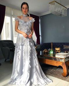 high neck silver prom dresses long chiffon beaded lace appliqué elegant tiered a line prom gown vestido de festa de longo - prom dresses cheap Elegant Dresses, Pretty Dresses, Formal Dresses, Wedding Dresses, Bridesmaid Gowns, Long Dresses, Fall Dresses, Vestidos Fashion, Fashion Dresses