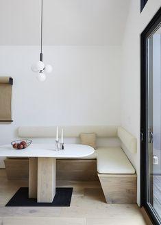 Built in dining nook Banquette Design, Kitchen Banquette, Banquette Seating, Dining Nook, Kitchen Nook, Ikea Dining Room, Kitchen Dining, Apartment Makeover, New Kitchen Designs