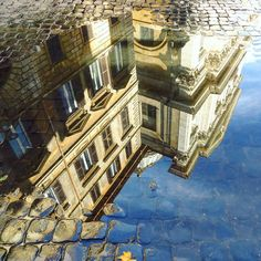 Вдохновение - это когда во всем и всюду ищешь красоту #autumn #puddle #mirror #street #roma #italia #rome #italy #inspiration #city #architecture #trip #travel #instaitalia #altashina_italia by altashina