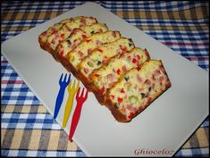 Chec aperitiv cu de toate Frittata, Cake Recipes, Dessert Recipes, Desserts, Feta, Party Platters, Quick Meals, Bacon, Good Food