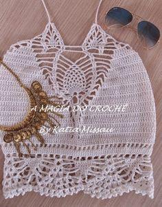 Lançamento!!! Hoje trago esse lindo top cropped na cor off white, com motivo rendado no colo em formato de abacaxi e um barrado que lem...